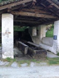 75_Bondo Waschbrunnen